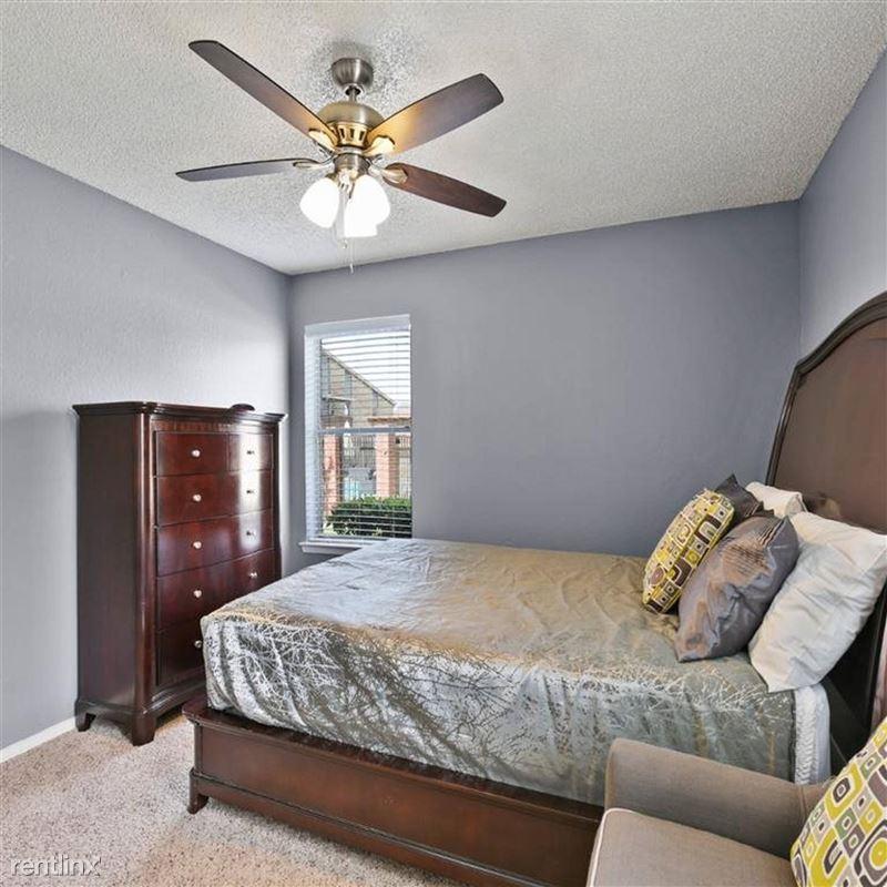 Oakwood Apartments - 2 - TX_Arlington_OakwoodApartments_p0551365-_28_28_1_PhotoGallery