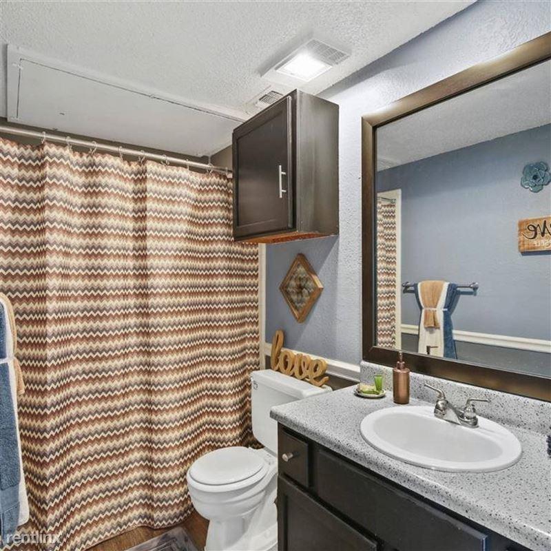 Oakwood Apartments - 3 - TX_Arlington_OakwoodApartments_p0551365-_32_32_1_PhotoGallery