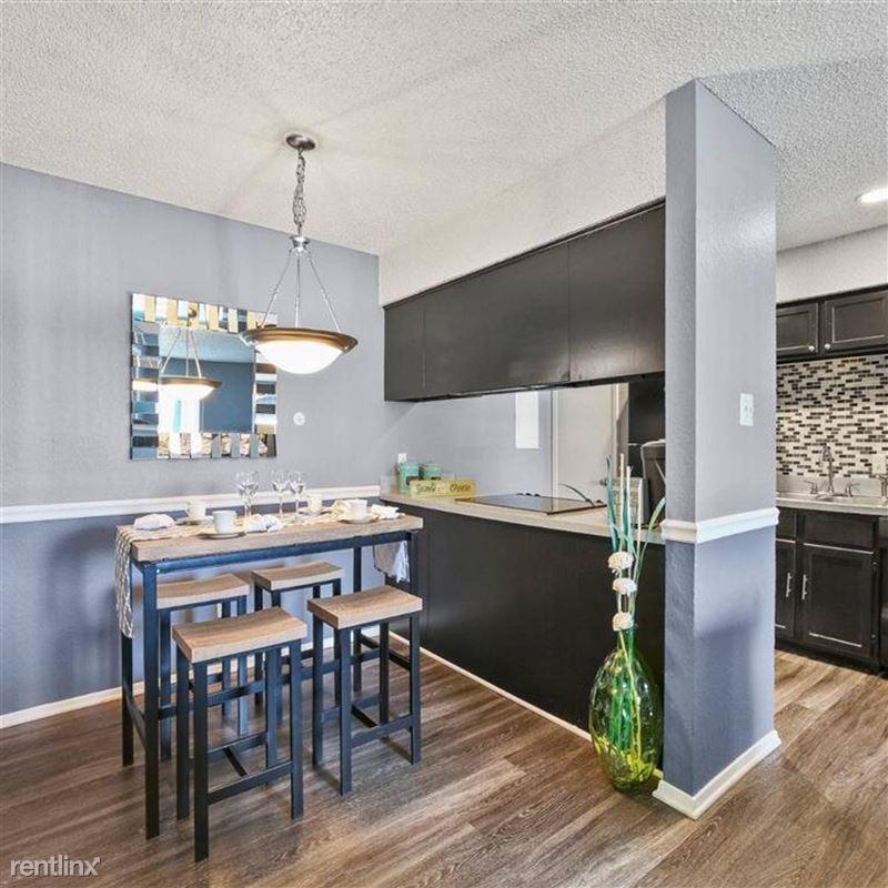 Oakwood Apartments - 2 - TX_Arlington_OakwoodApartments_p0551365-_27_27_1_PhotoGallery