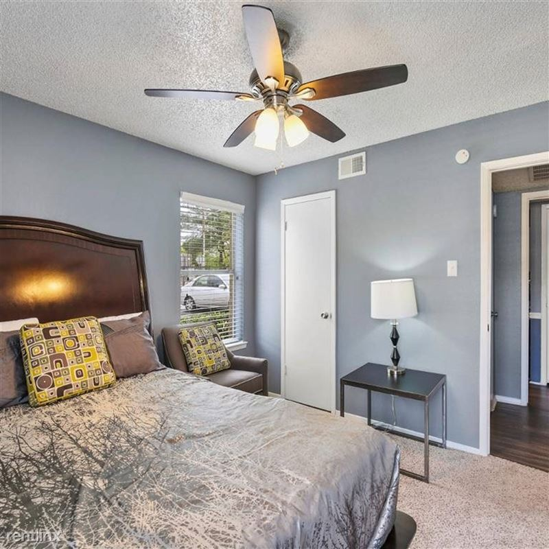 Oakwood Apartments - 3 - TX_Arlington_OakwoodApartments_p0551365-_31_31_1_PhotoGallery