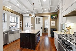 Charming Kitchen and functional!