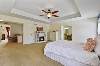 Master Bedroom (Upper)