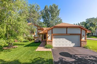 Great curb appeal! Very well cared for and maintained!