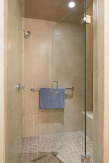 Immaculate large walk-in shower