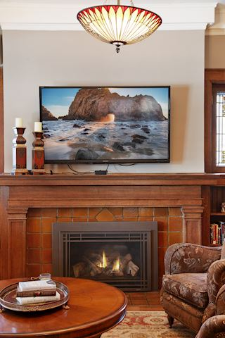 Gas fireplace with remote control