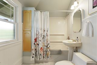 Roomy bath with storage places.