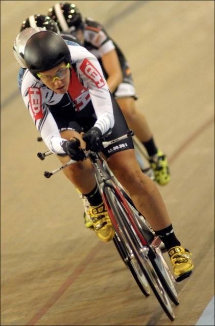 Jade Wilcoxson powers the Vumedi team to victory in women's team pursuit