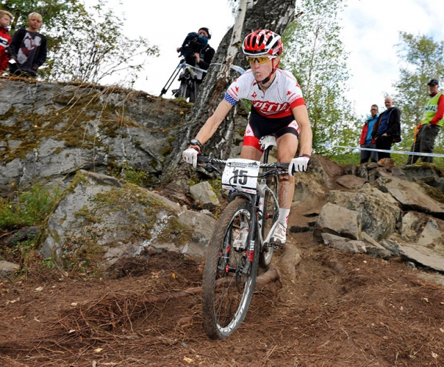Lea Davison out on the course in Hafjell