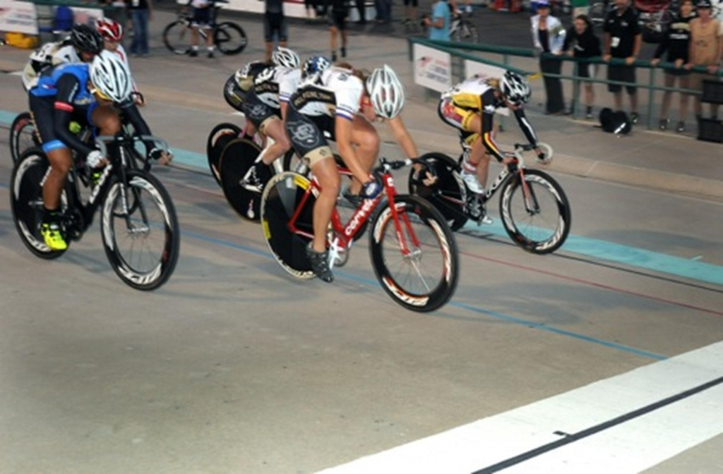 Nicolle Bruderer winning the women's scratch race