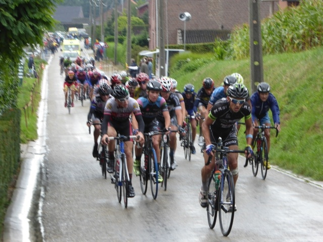 Eric Oien driving the pack at rainy Hoelenden.