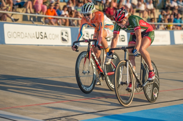 Erica Allar (r) edges Colleen Hayduk to win the elimination race final at the 2014 USA Cycling Elite Track National Championships