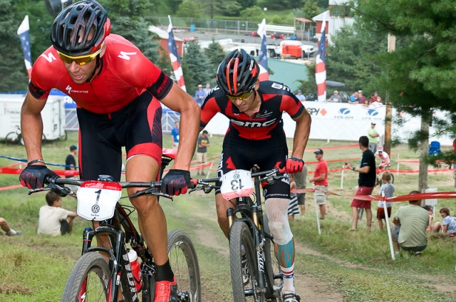 Todd Wells (front) and Stephen Ettinger battle it out in the pro short track race.