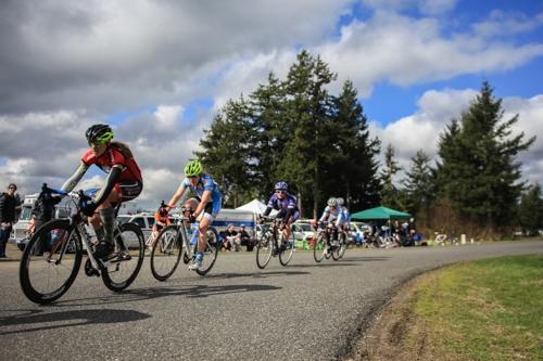 The women's A field at Western Washington University, including race winner from Whitman, Dessie Weigel (Photo Credit: Lucas Sokolsky).