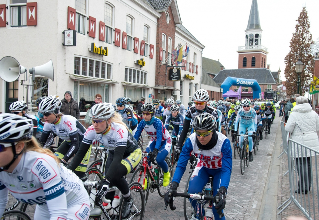 Women at the start of the 2013 Energiewacht Tour
