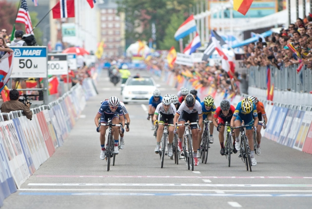 Shelly Olds (3rd from right) was in the midst of the final sprint at the 2014 UCI Road World Championships