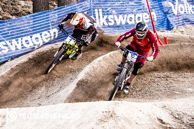 Luca Cometti (r) battles Kyle Strait for the men's pro dual slalom win.