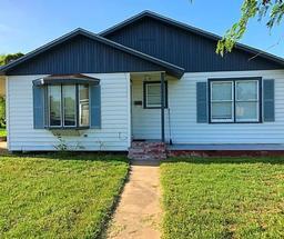 308 W Fulton St, Sinton TX 78387