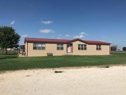 696 Farm Road 292, Farwell, TX 79325