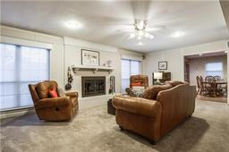 1816 woodridge drive, arlington, TX 76013