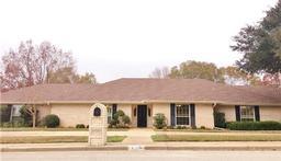 1408 briarwood trail, henderson, TX 75654