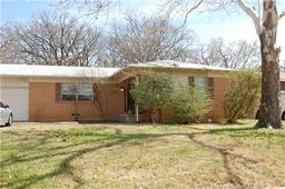 1405 ravenwood drive, arlington, TX 76013
