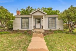 401 Sunset Drive, Cleburne TX 76033