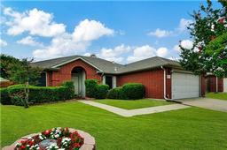 5014 Eastcreek Drive, Arlington TX 76018