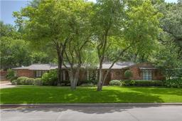 2705 harlanwood drive, fort worth, TX 76109