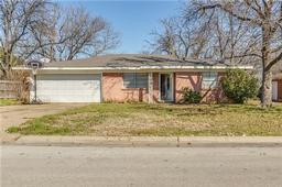 107 se harris street, burleson, TX 76028