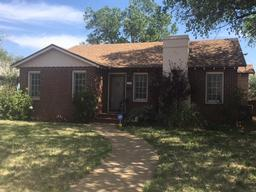 1102 w 11th street, plainview, TX 79072