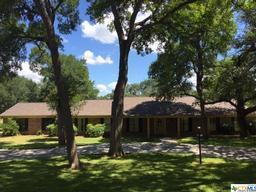 360 oak creek, luling, TX 78648