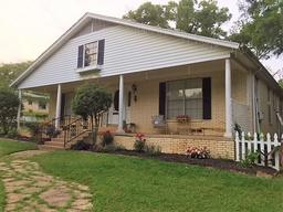 624 maple ave, gladewater, TX 75647