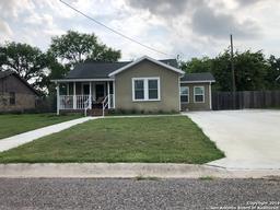 711 N Bond St, Karnes City TX 78118