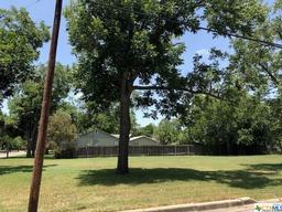 103 n avenue g, shiner, TX 77984