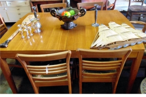 Solid Wood Dinning Table w/ Leaf & 6 Chairs