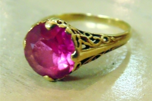 Vintage 14kt Gold Filigree Ruby Ring