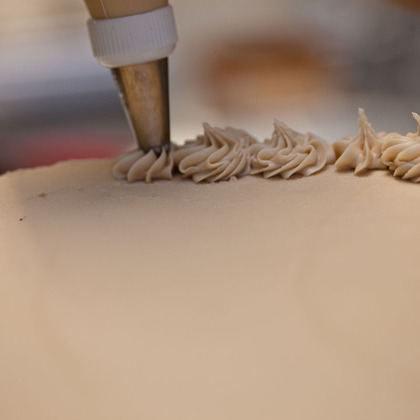 Close-up_of_cake_decorating_at_one_girl_cookies