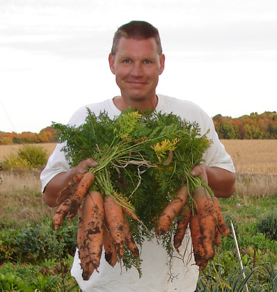 John_ivanko_with_some_organic_carrots_at_inn_serendipity