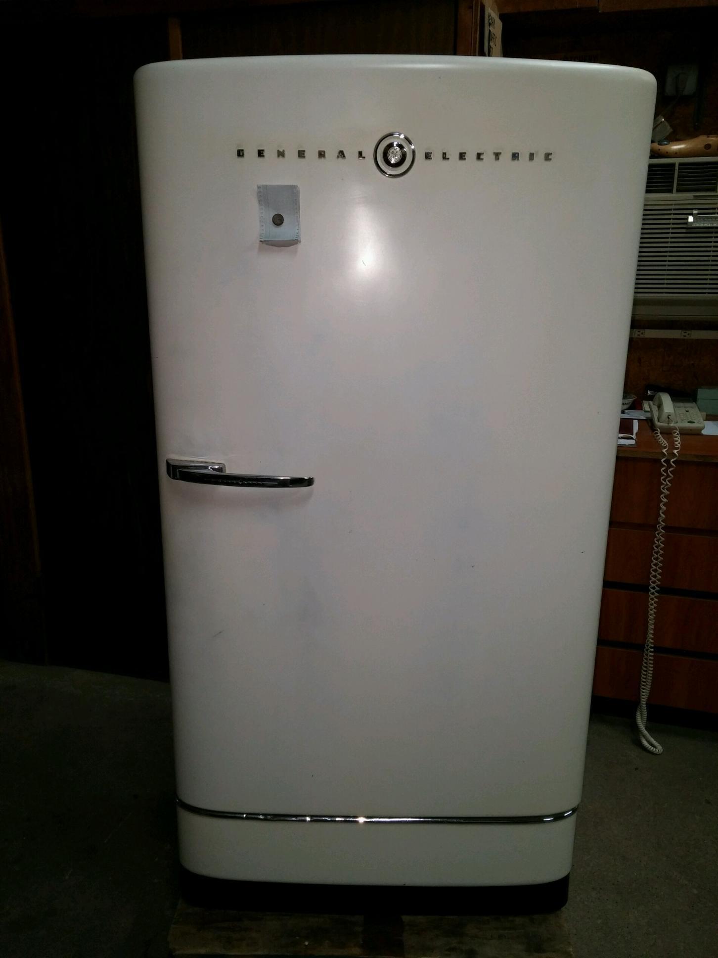 1940 S Vintage General Electric Refrigerator Apartment
