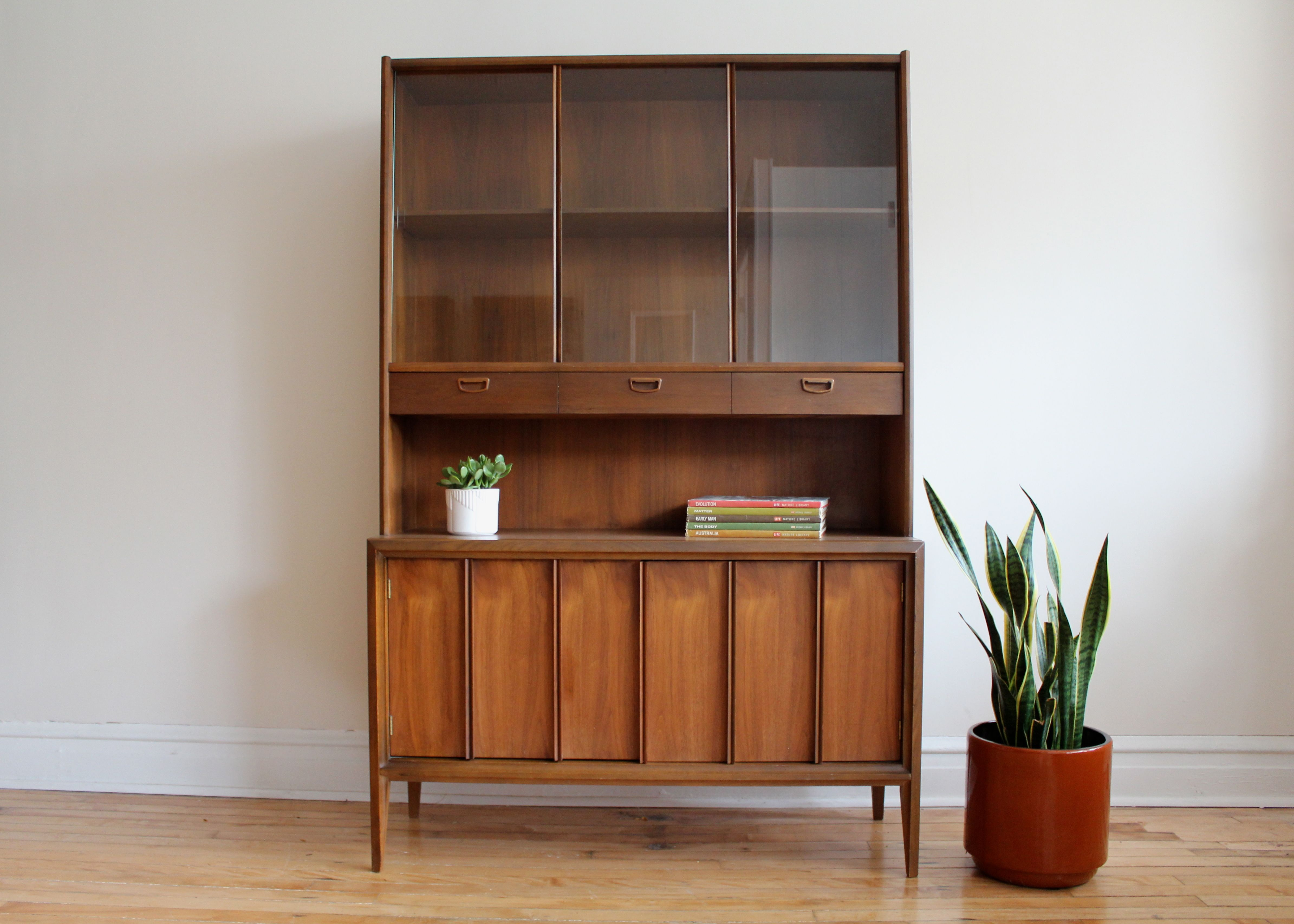 Picture of: Mid Century Modern China Cabinet By Keller Apartment Therapy S Bazaar