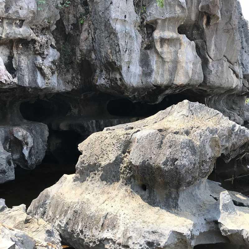 Hang Cá Sấu