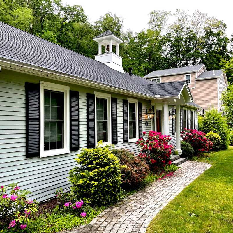 Airbnb Collinsville Carriage House