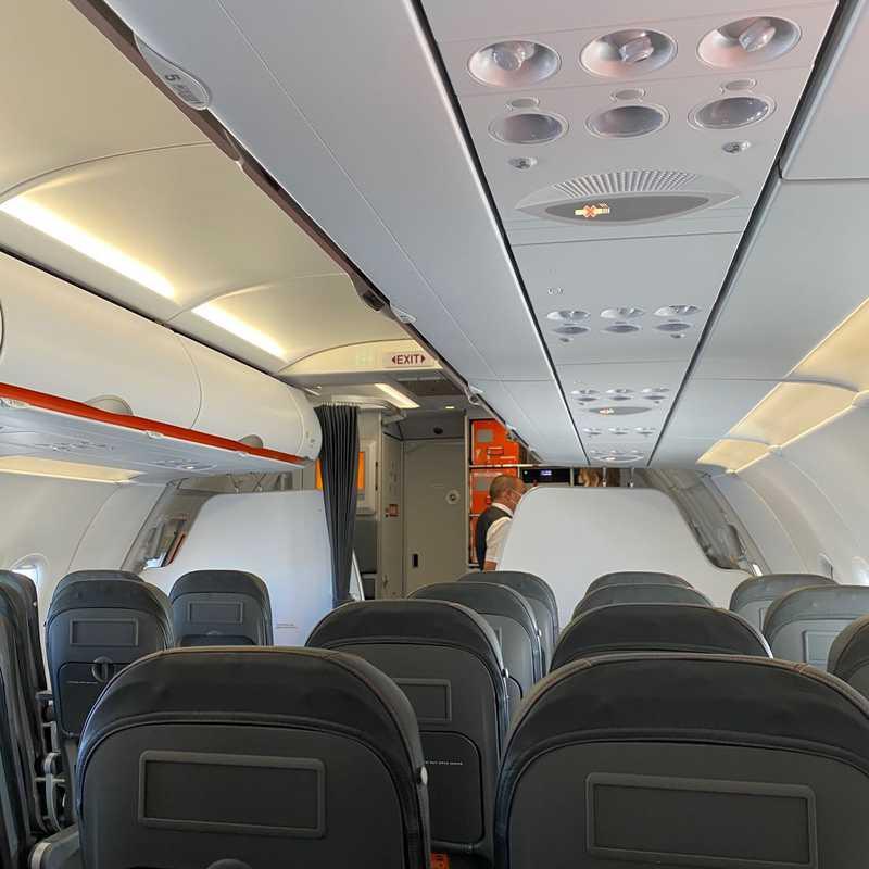 essyjet flight to Porto