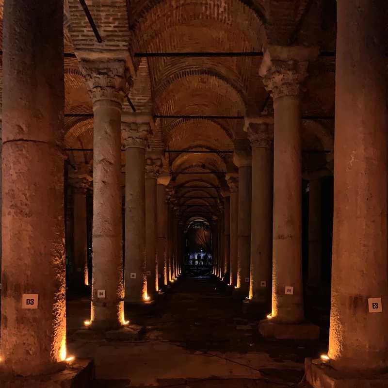 Place / Tourist Attraction: Basilica Cistern (Fatih, Turkey)