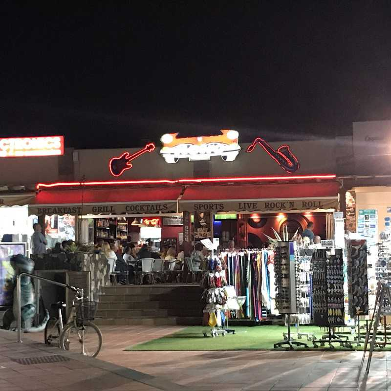 Retro Bar & Restaurant