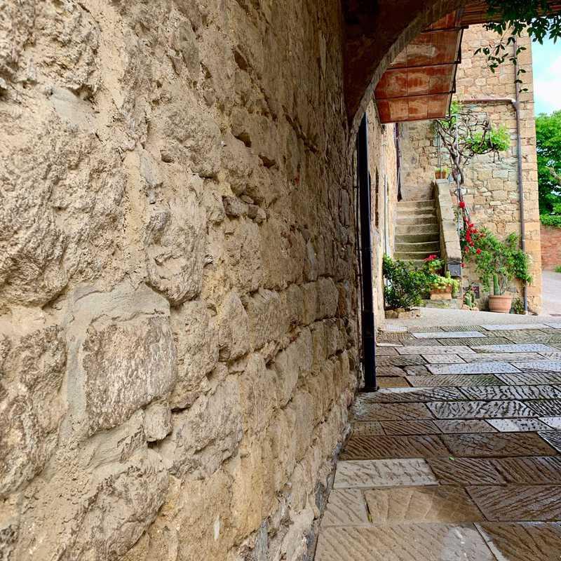Pieve dei Santi Leonardo e Cristoforo a Monticchiello