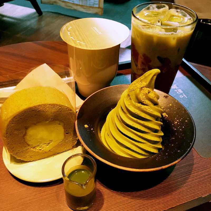 Tea & Snack at O'sulloc Tea House