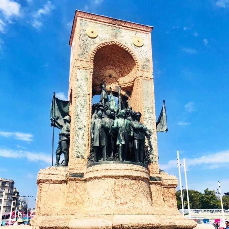 Place / Tourist Attraction: Taksim Square (Beyoğlu, Turkey)
