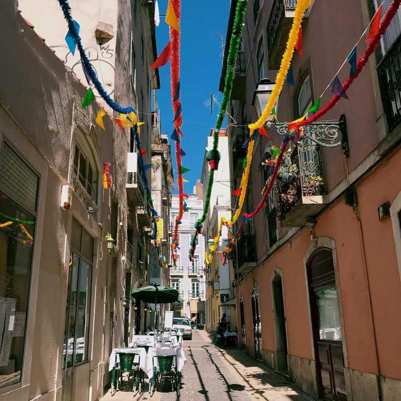 Chill Out Lisbon Walking Tour