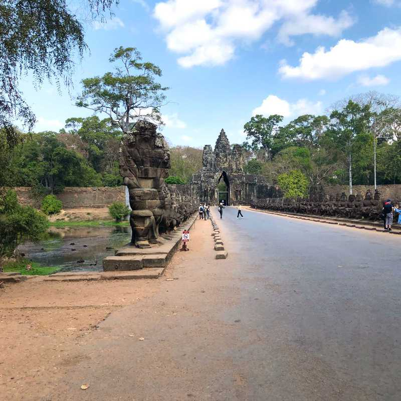 Tonle Om Gate (South Gate)